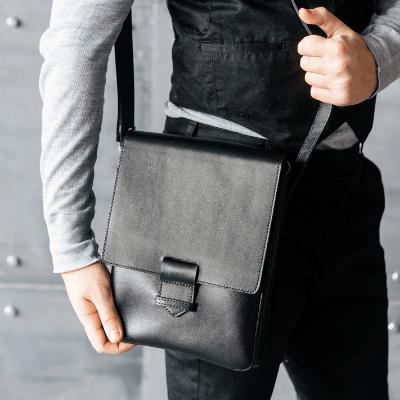 Плоские сумки через плечо